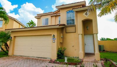 10650 NW 2nd Cir, Pembroke Pines, FL 33026
