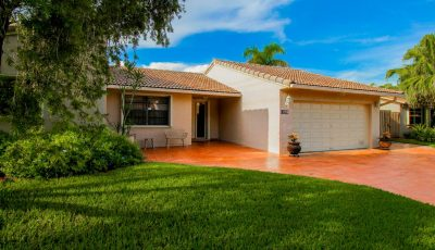 Beautifully maintained Cooper City home