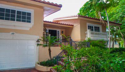10 Harbour Green Drive, Key Largo, FL 33037