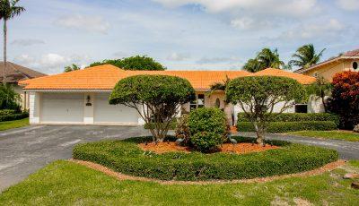 Waterfront home w/ pool in Golden Isles, Hallandale Beach, FL 3D Model