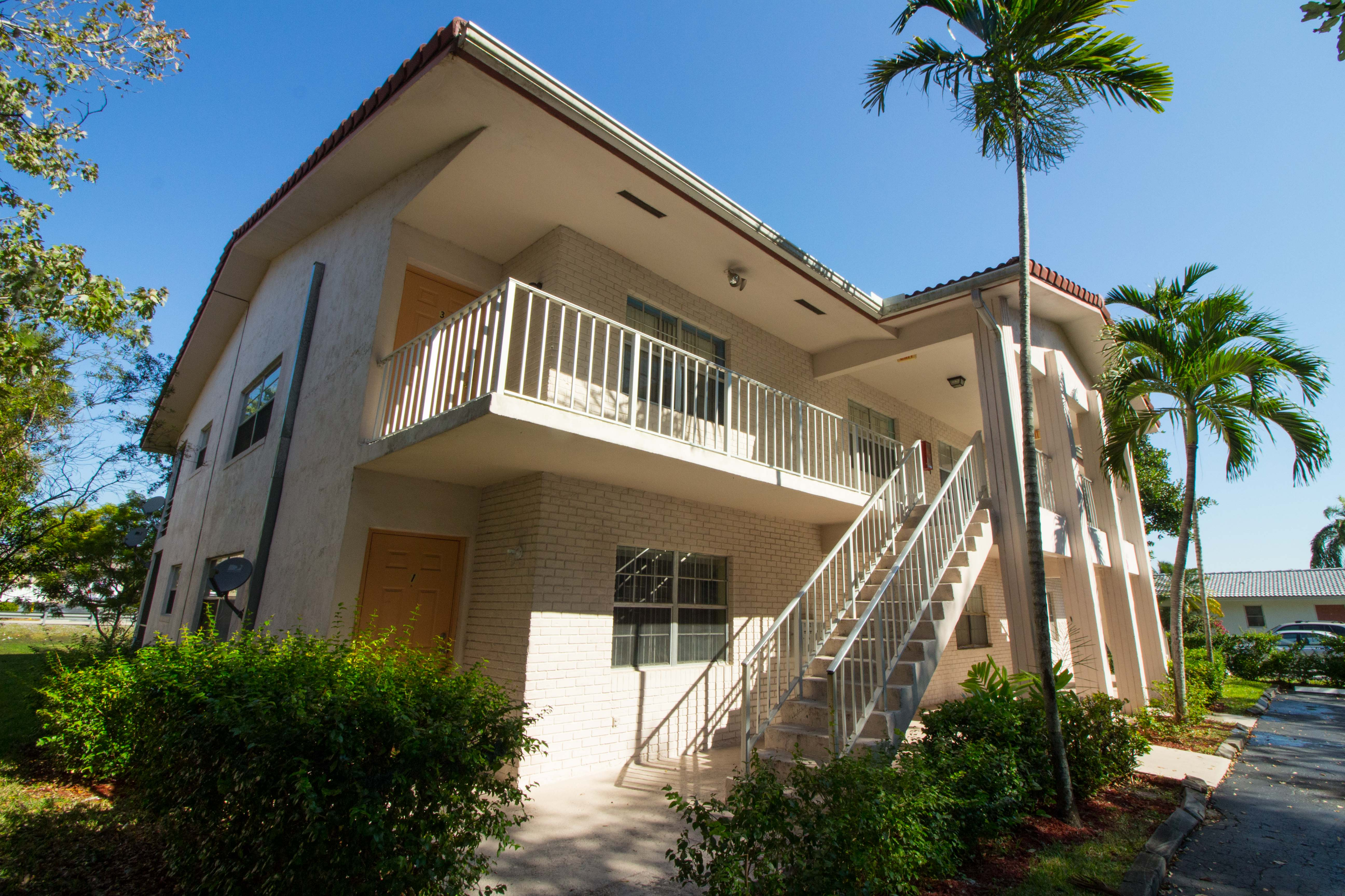 hd-exterior-10601-nw-45th-st-4