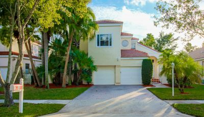 4/2 (+loft/studio/5th Bedroom) in Desired Embassy Lakes-Cooper City